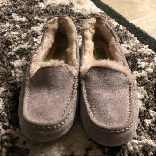 Ugg Slippers women's Sz 6
