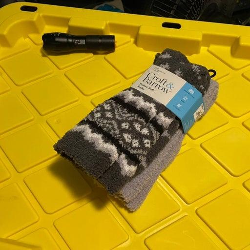 Mens 2 pair fuzzy socks NWT