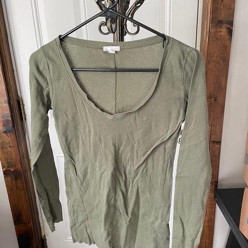 Gap olive green tshirt