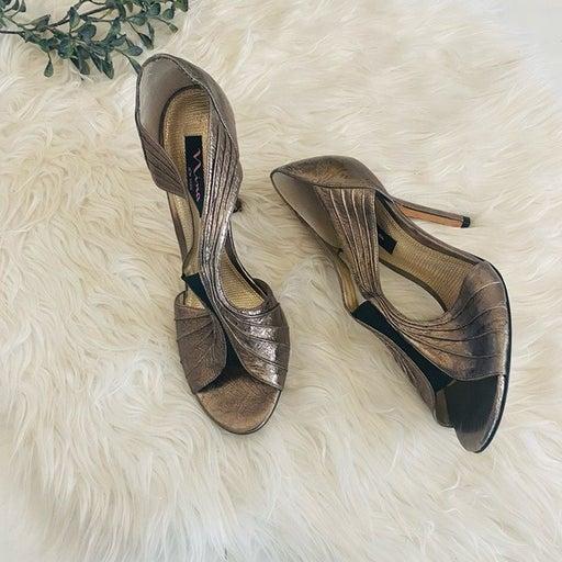 Nina New York Pewter Silver heels size 10