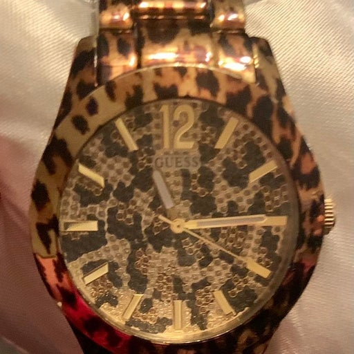 Animal print cheetah guess watch gold tone Will be shipped with brand new batter
