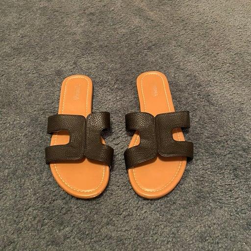 Women's Black Slip On Sandals Size 7-8