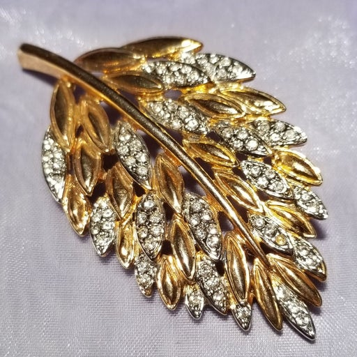 Vintage GEMCRAFT Pavé Crystal Brooch Pin