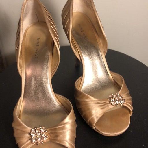 Nine west gold satin dress shoes