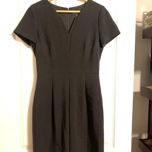 Tahari size 4 dress black short sleeved