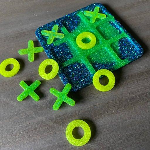 Blue, Green & Yellow Glitter Tic Tac Toe Game