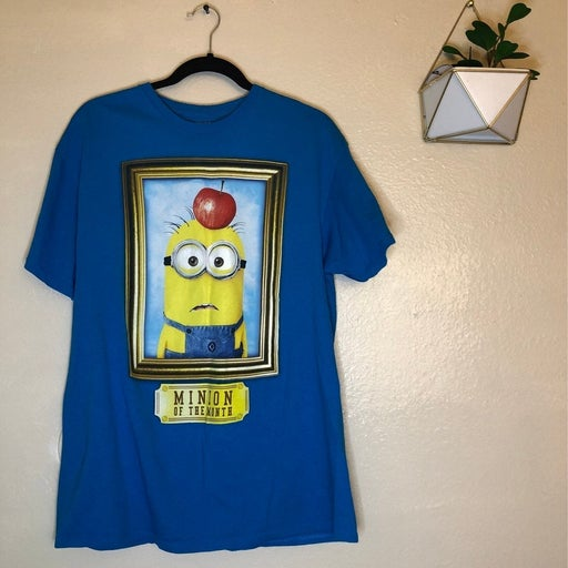 Minions Graphic Tee. Size L