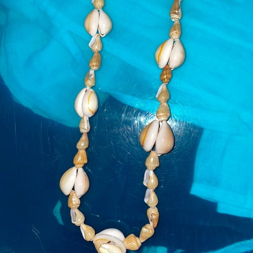 Vintage 90s Pacsun seashell surfer necklace