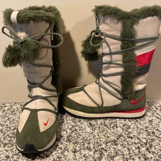 Pre-Loved Nike Ladies Limited Edition Boots
