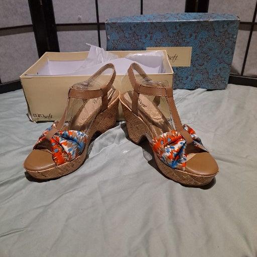 Women's sandals size 8 1/2 Platform heel