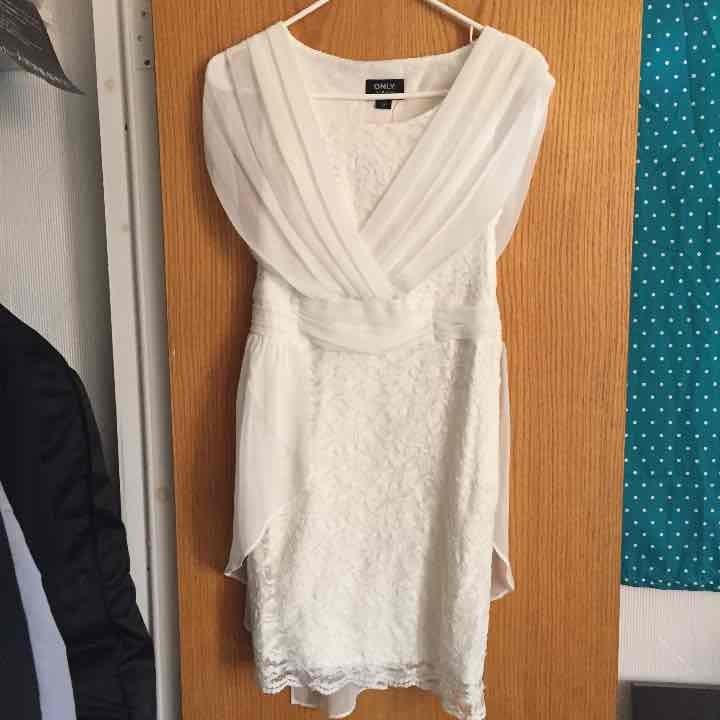 white lace dress sz2