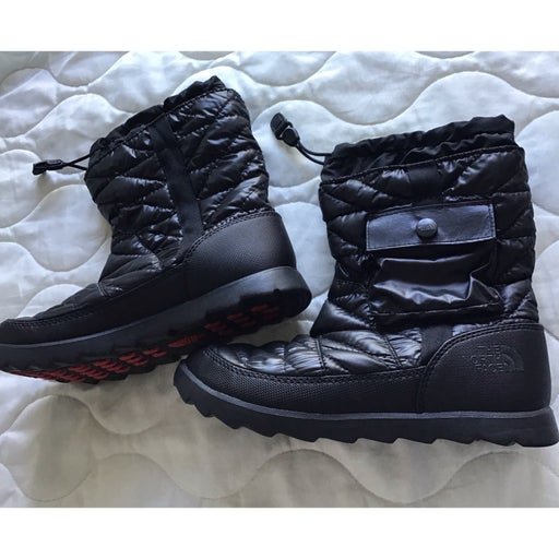 NEW The North Face black thermoball winter boots 8 non slippery icepick sole