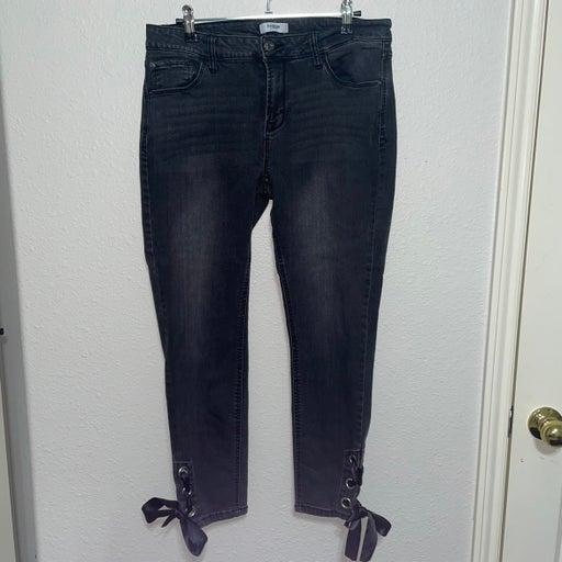 Kensie ankle crop grommet tie skinny jeans size 10