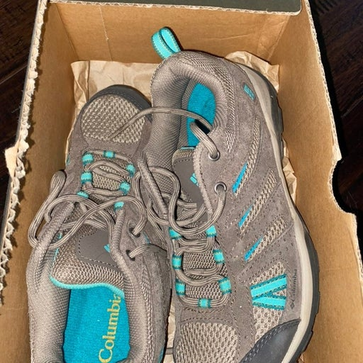 Columbia hiking shoes size 7