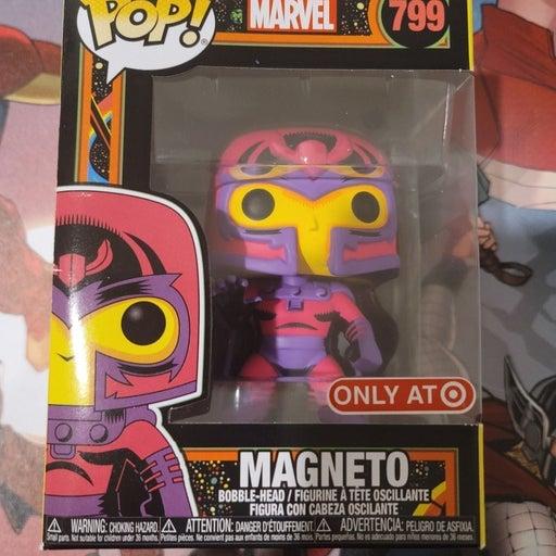 Blacklight Magneto Marvel #799 Funko