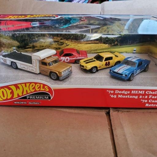 Hot Wheels premium box set