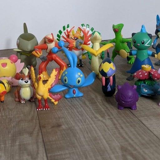 Pokemon figure lot (20 altogether)