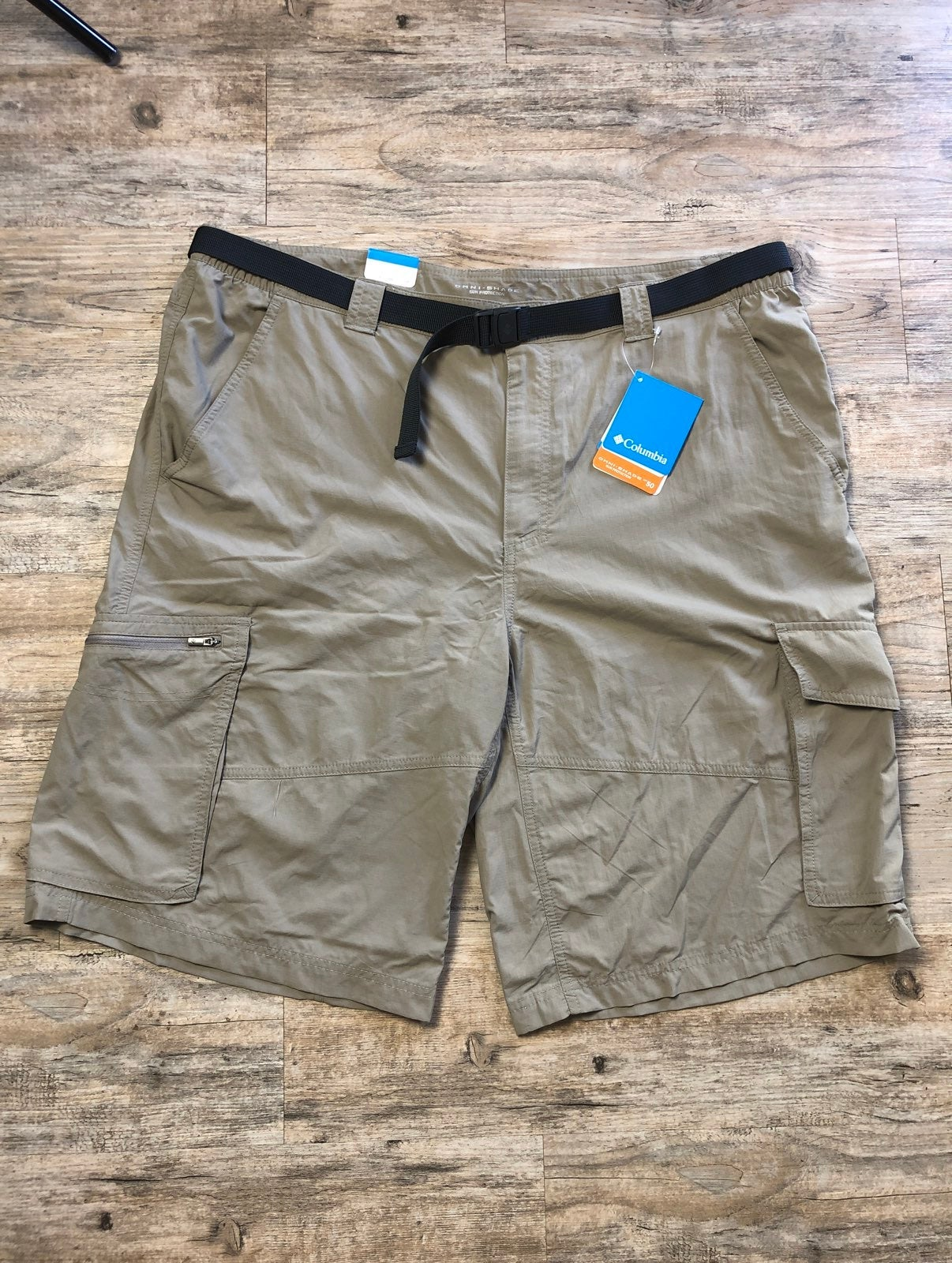 Columbia Khaki Omni Shade Cargo Shorts 12 inch inseam Size 32  34 or 42  NWT