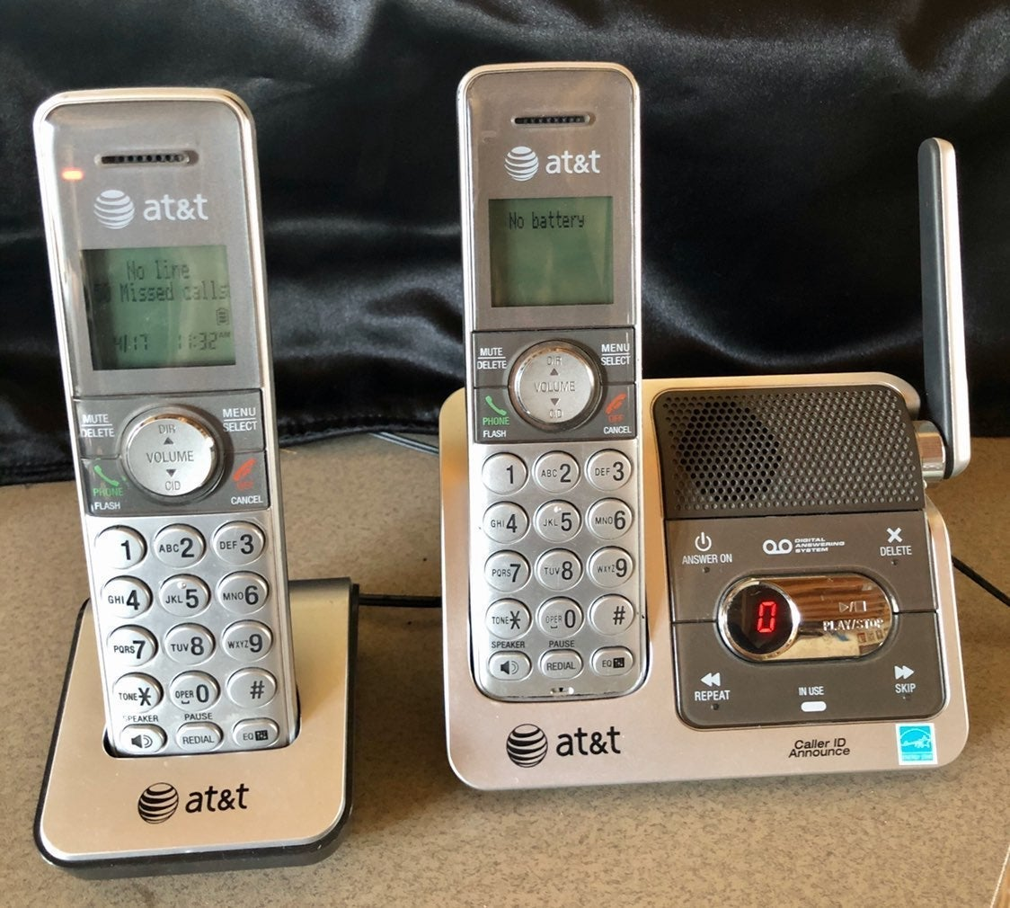 AT&T Wireless Phones w/Answering Machine