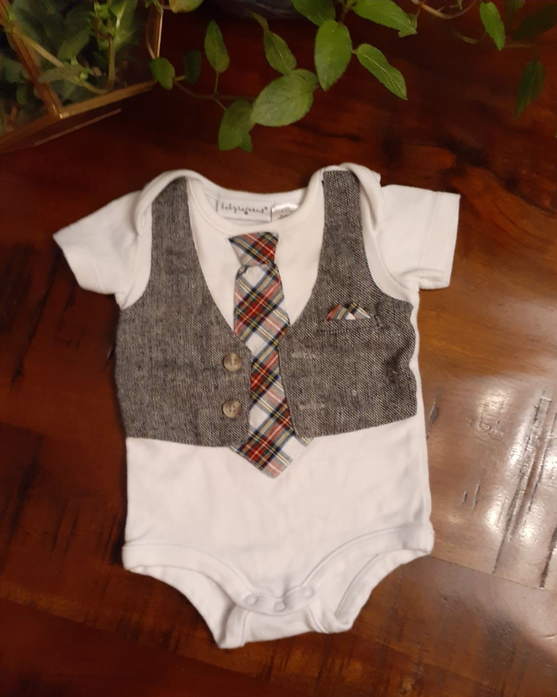 NEW HIGH END BOUTIQUE holiday tie vest 3