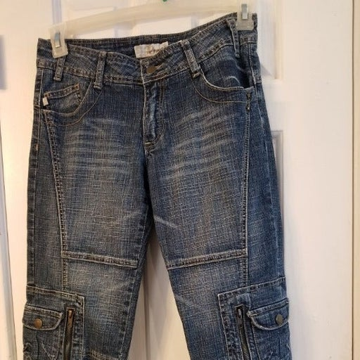 Crest Jean Capris With Ribbon Loops
