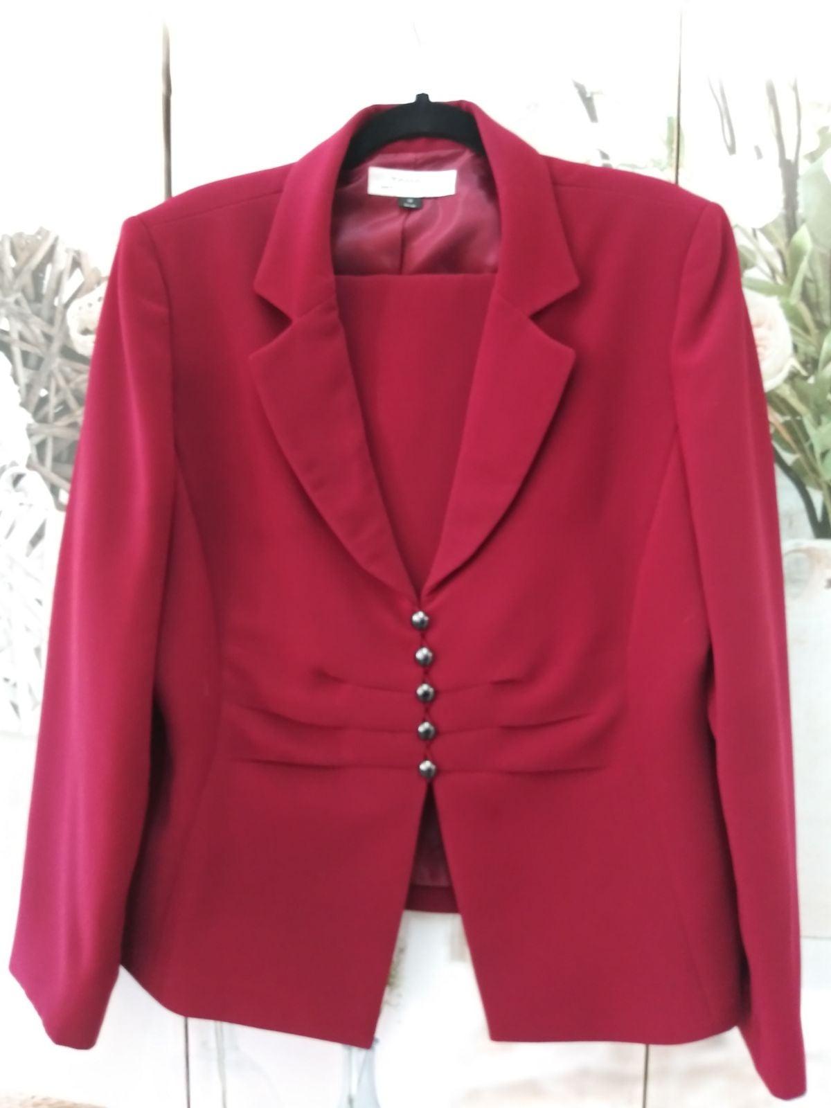 Tahari Skirt Suit Sz.18 NWOT