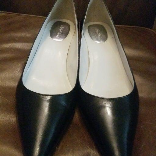 Calvin Klein size 7 medium 1 inch heels