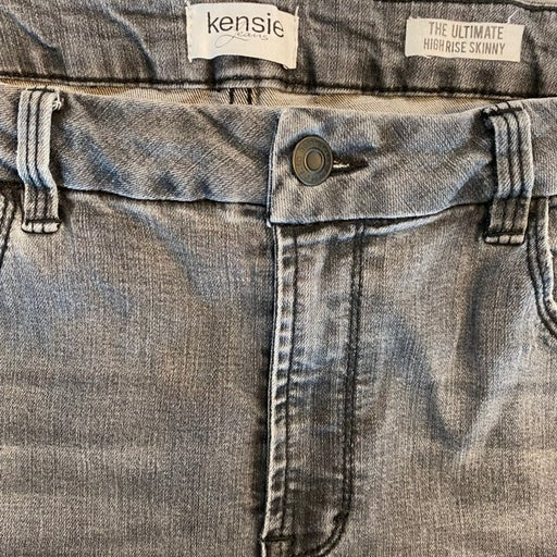 Black Kensie Jeans in great condition