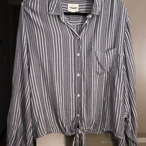 American Eagle front tie button up shirt