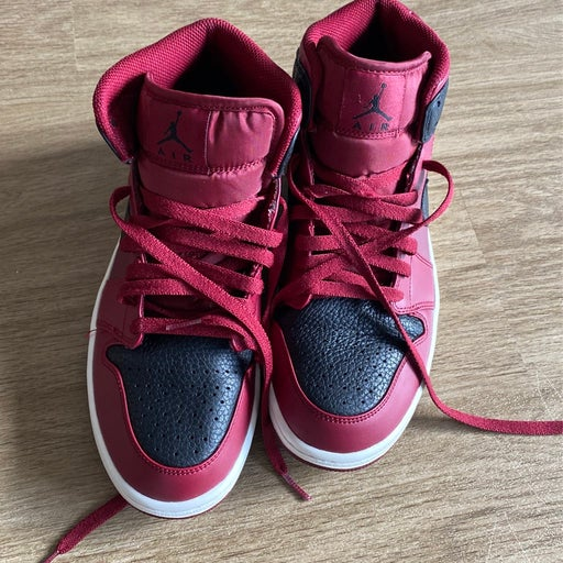 Air Jordan 1 Maroon And Black Size 8.5
