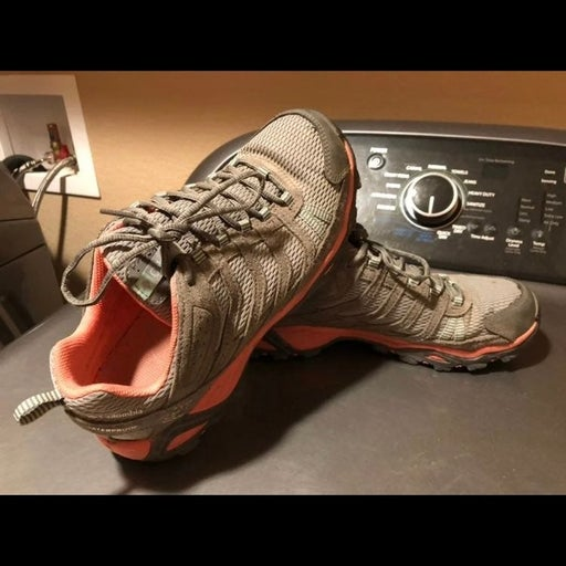 Womens 9.5 waterproof hiking shoe
