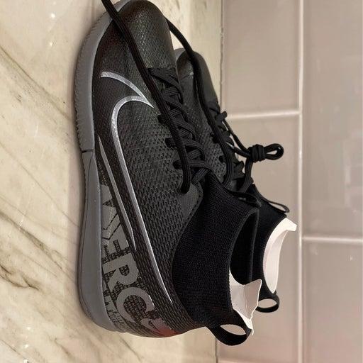 Nike JR Superfly 7 Academy IC size 1.5 Y