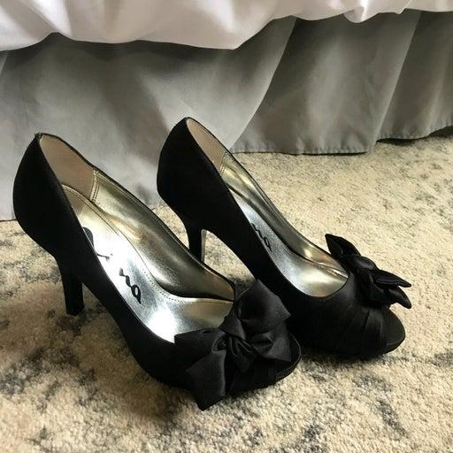 Black heels size 6 1/2