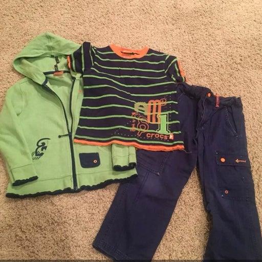 Crocs 3 piece outfit size 5