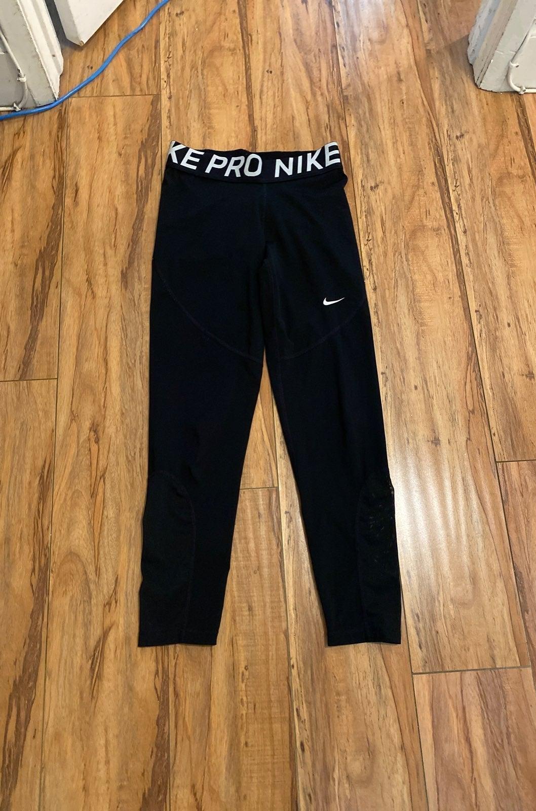 Black Nike Pro Leggings 7/8th size MEDIU