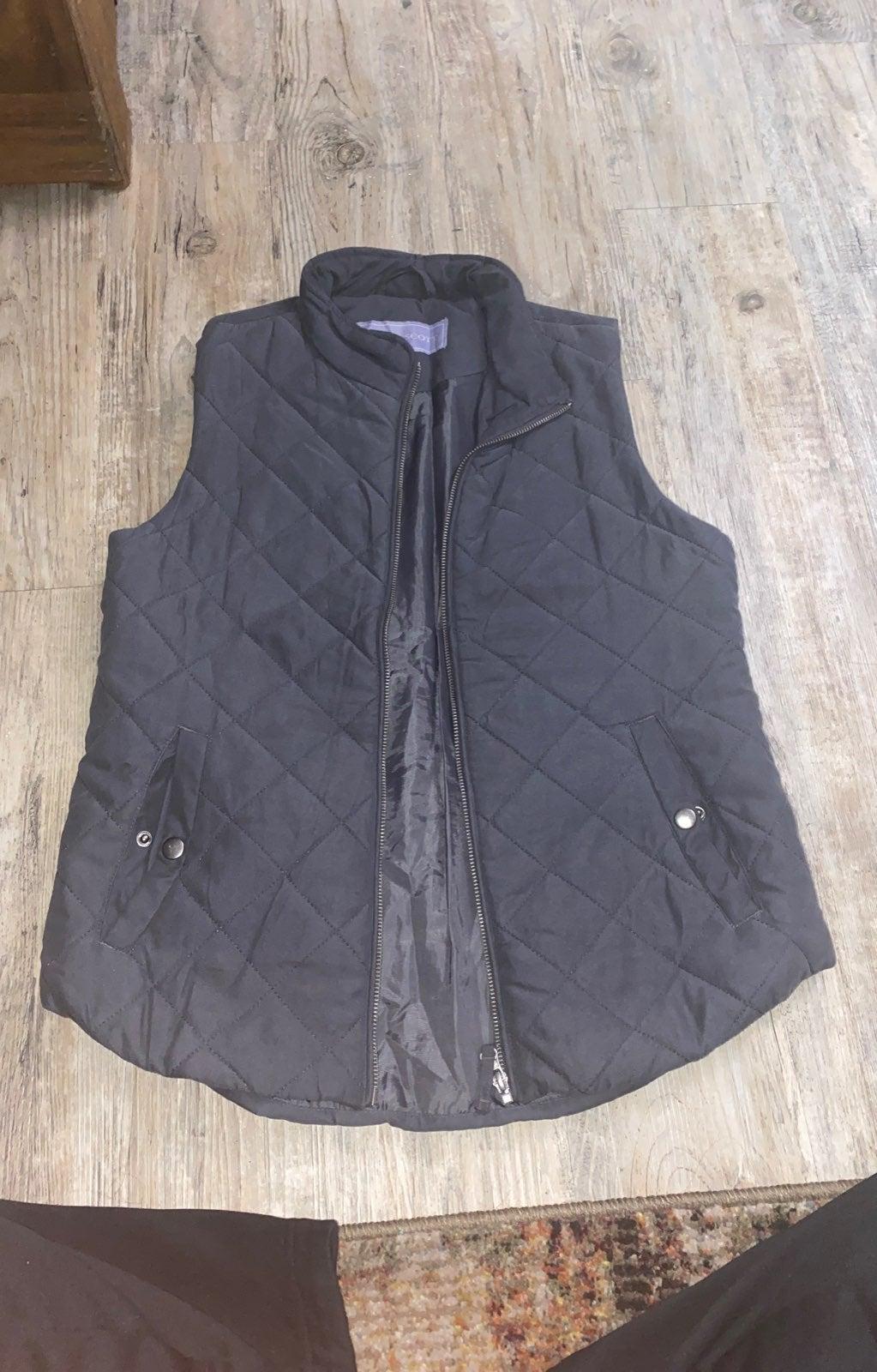 Quilt pattern grey vest