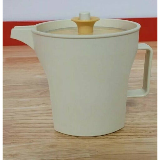 Tupperware Creamer 8 oz Almond Pitcher With Gold Lid #1414-4