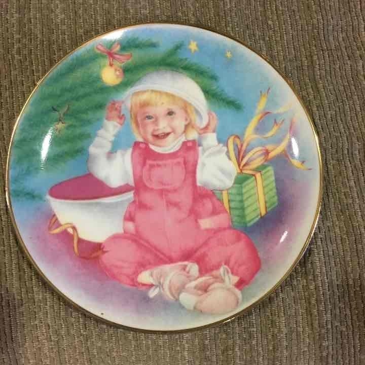 Tupperware collectible Plate