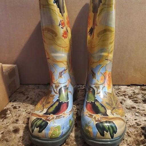 NEW Nomad Rain Boots