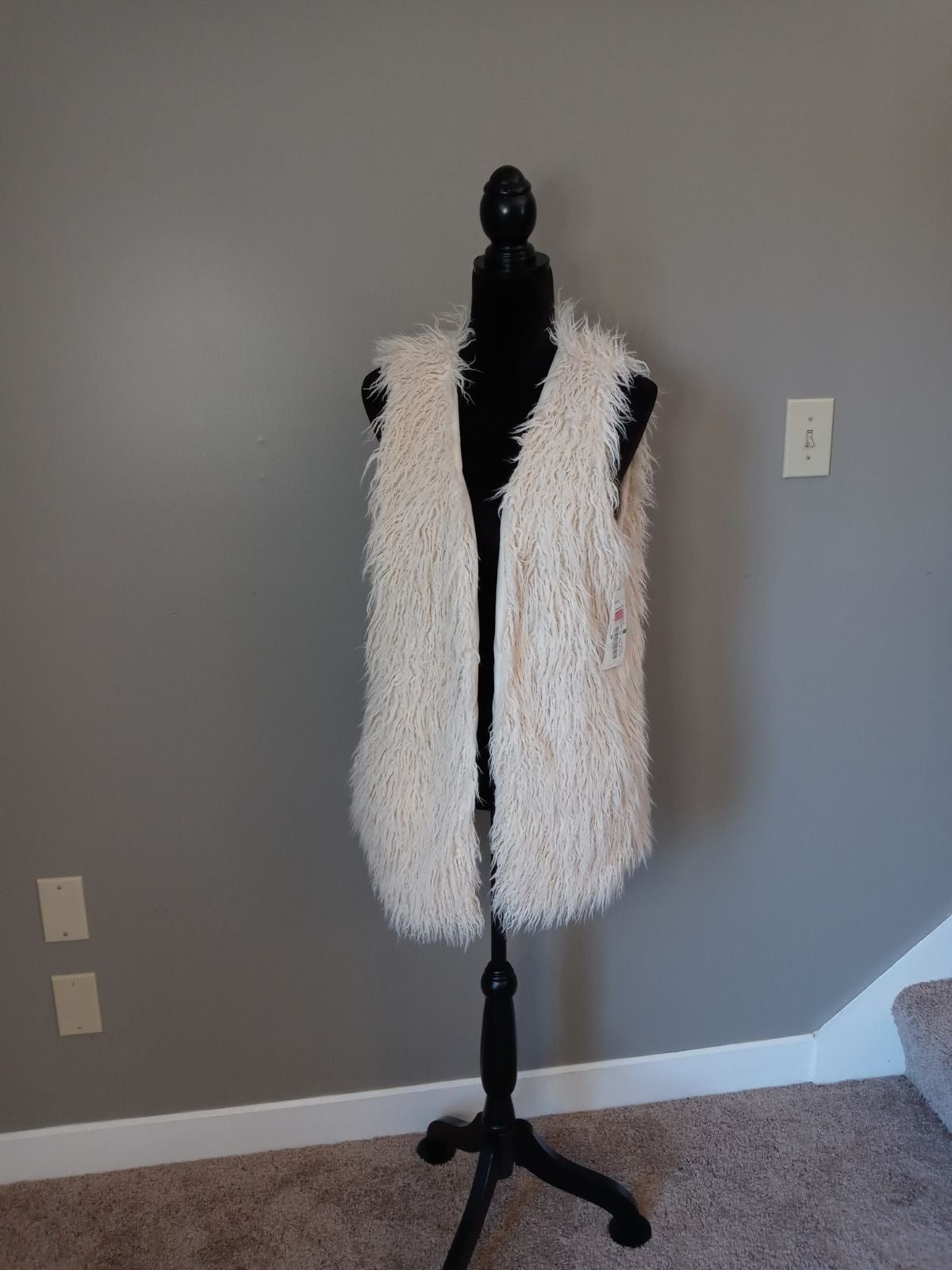 Jolt Faux Fur Vest w Hook Latch Closure