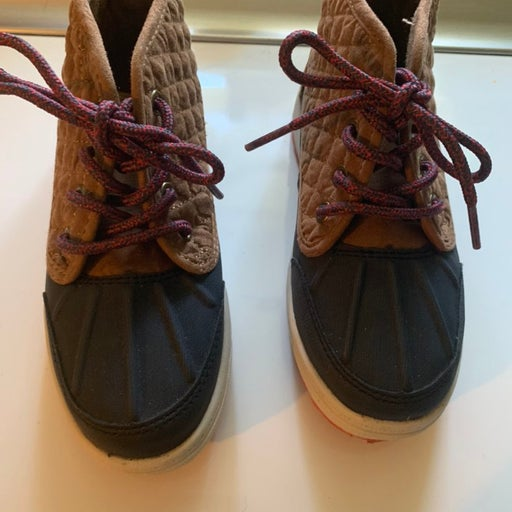 Osh kosh Mid rise winter shoes