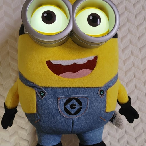Bob the Minion Sings and Eyes Light Up