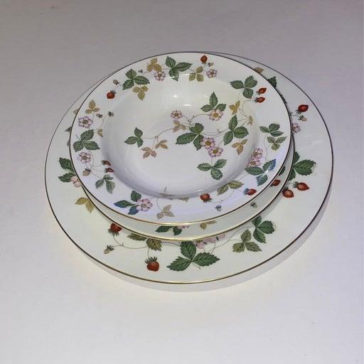 wedgwood wild strawberry bone china plac