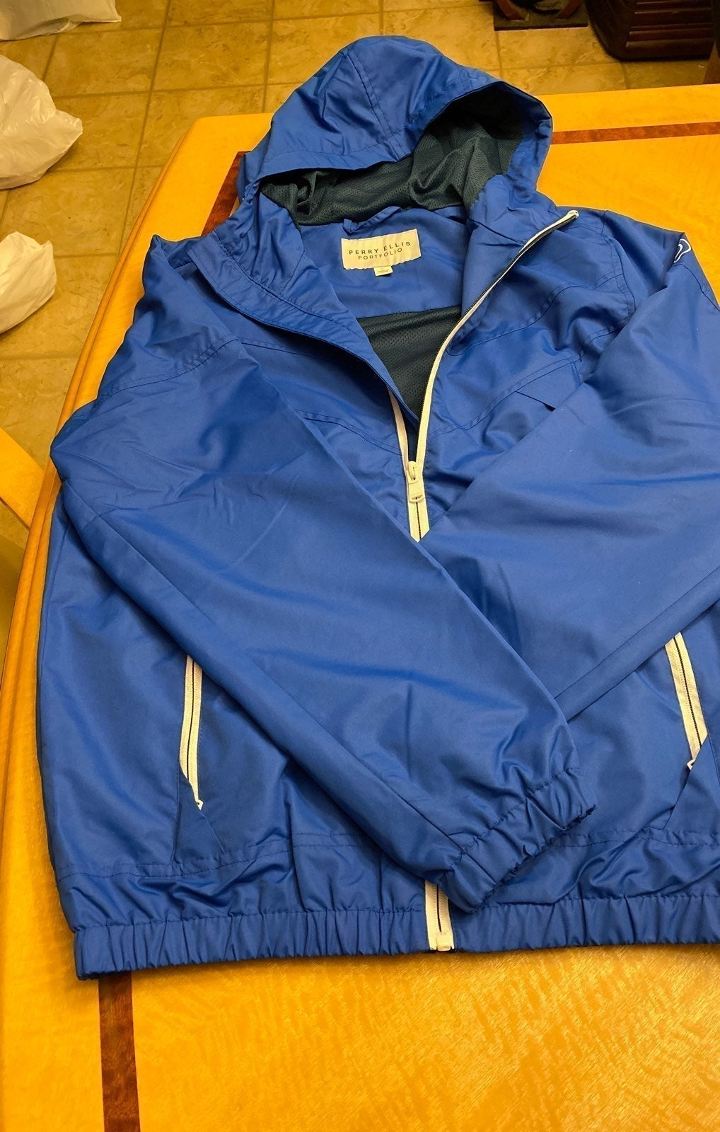 Perry Ellis Raincoat Small NWT
