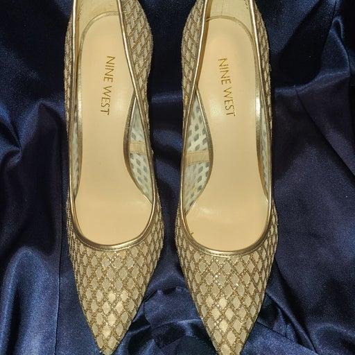 Nine West Gold Heels! Like New!