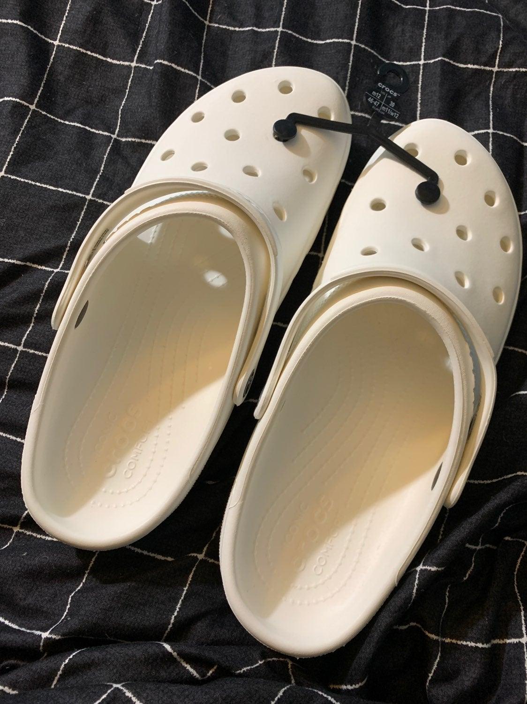 Mens SZ 12 white crocs