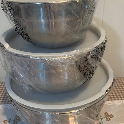 SET OF 3 MIXING BOWLS WITH LIDS