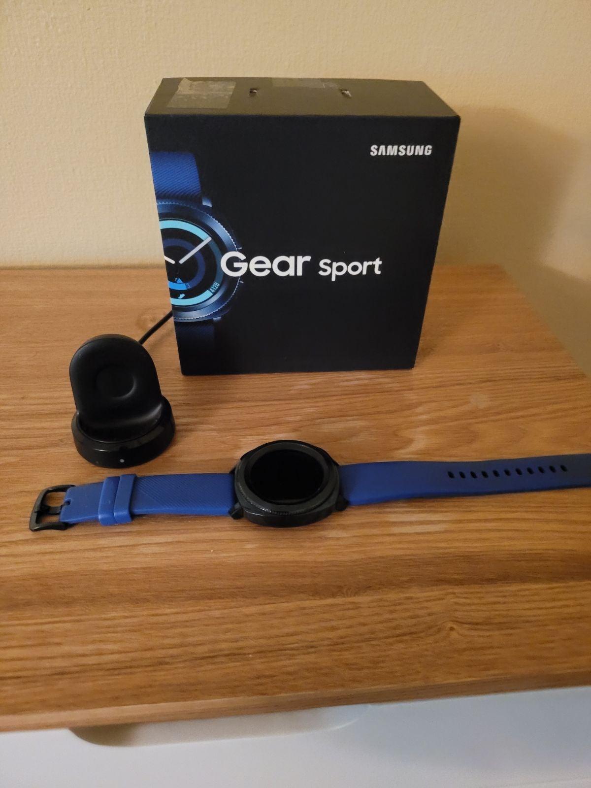 Samsung Gear Sport Smartwatch 43mm in Bl