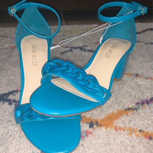 NWT 5.5 Aqua Nine West Chunky Chain Heels
