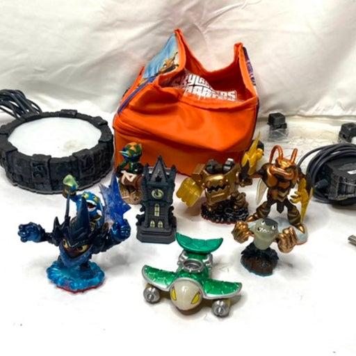 Skylanders lot of figures & bag